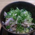 魚楽 - かえネタの鯵丼 300円(税別)