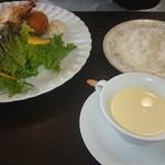 ベジタブルキッチン菜 - 料理写真:天使の海老フライと北あかりのコロッケ鎌倉野菜サラダ添えとコーンープ