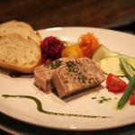 レストラン CAPTAIN - コースB 前菜・鹿野高原豚の田舎風テリーヌ