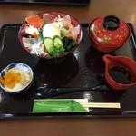 きさいや広場 - 料理写真:宇和海三昧丼(あら汁付)1000円