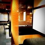 和食ダイニング・白鷺亭 - 2名様~4名様用テーブル席です。仕切りを降ろして落ち着いてごゆっくりお過ごし頂けます。
