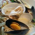 日の出製麺 保内工場 - ハマグリ、ムール貝、ウチムラサキ貝