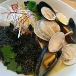日の出製麺 保内工場 - 3種の貝を使った極上しおラー麺