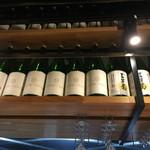 55068501 - 頭上に並ぶオリジナルボトル