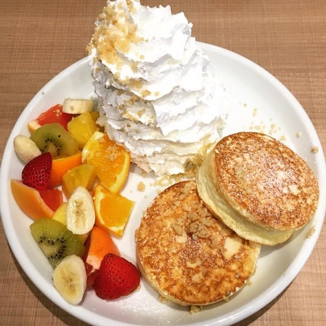 Hona Cafe 新宿シネシティ広場店 - フルーツパンケーキ