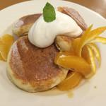 パンケーキcafe あいあん - オレンジのキャラメルソースパンケーキ
