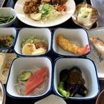国八食堂 - 料理写真:しょうが焼きと国八定食(2016.08現在)