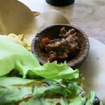 カフェバリチャンプル - 発酵蝦ペーストと青唐辛子で作られたサンバル・トゥラシ