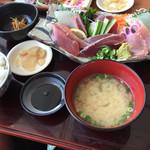 市場食堂 鶴の港 - 刺身定食