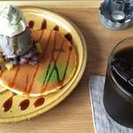 マ~クカフェ - 自家製あんこと特製塩生クリーム(2枚)とアイスコーヒー
