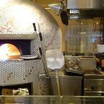 55080849 - 厨房と釜。釜がジオン軍のMSっぽいw