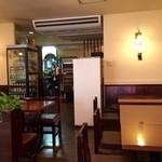 バンコク - 喫茶店のような雰囲気の店内!