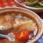 コ!ピーピー - セットのスープは魚介のトムヤンクン風、サイズも大きい