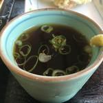 香川屋本店 - イリコの香る出汁は凄く濃厚 ただ容器が小さすぎて食べにくい