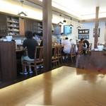 三和珈琲館 - お店はコーヒー店と言うより珈琲店と言う方が解り易いような格調のある雰囲気です。