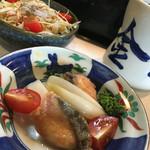 金太郎鮨 - 料理写真:松定食のサーモンの南蛮漬けとサラダ
