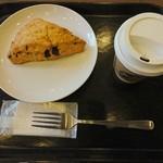 スターバックス・コーヒー - ドリップ コーヒー(Short)…税込280円 チョコレートチャンクスコーン…税込250円