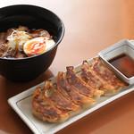 ほたる - チャーシュー丼&餃子