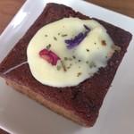 55095720 - 2016年7月:カシスと5種スパイスのホワイトチョコ掛けケーキ