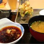 天ぷらめし 天之助 - 天之助定食830円。揚げたてが次々と。