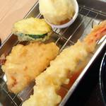 天ぷらめし 天之助 - 半熟玉子、ズッキーニ、鶏天、海老