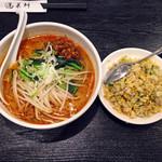 蓬莱軒 - 四川風担々麺半チャーハン799円