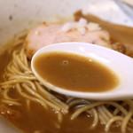麺工 小烏丸 - つゆ(イベリコ煮干そば)