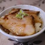 麺工 小烏丸 - イベリコチャーシュー丼