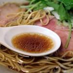 麺工 小烏丸 - つゆ(黒そば)