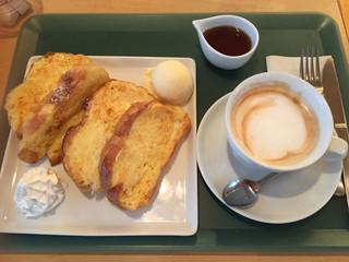 ギグレット - フレンチトーストとカフェラテのセット1000円
