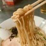 らぁめん家 有坂 - 【2016.8.22(月)】醤油らぁめん(並盛・150g)780円の麺
