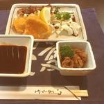 串浜 - 料理写真:串揚げ2本+串焼き2本+お通し+ビールのセットで1000円♡