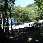 コーヒーハウス ユーコン - 中禅寺湖畔の木陰のテラス
