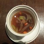 紫玉蘭 - うこっけい入り薬膳蒸しスープ