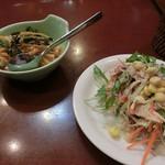 55107281 - 右側のお皿はサラダ                       左側のはご飯ものでしたねぇ。                       ご飯も付くんですねぇ