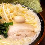 蒲田いっ家 - ミルクを加えた豚骨塩スープは、ホワイトシチューにも似た風味