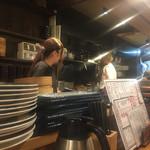 二代目 魚屋町 - オープンキッチンスタイルの厨房