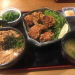 55108900 - 温玉そぼろ丼とせんざんき定食(850円)