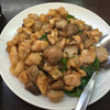台湾キッチン榕城 - 料理写真:ランチメニュー「ふくろだけと若鶏炒め ¥810」メイン料理がトレーに乗り切らない。
