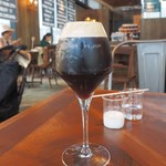 ステーションカフェ バーゼル - 泡と香りの立つアイスコーヒー