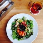 カフェ ウォール - アボカドとサーモンのチリマヨ丼