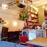 カフェ ウォール - オシャレな店内