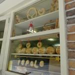 ポポロ - 窓にパンでPOPOLOと(^^♪