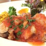 カフェクッカ - 自家製トマトソースの掛かるチキンソテー、もちろん国産若鶏です(2016.8.23)