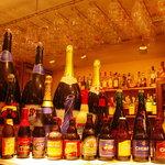 ドールドレス - トラピスト、アビイ、ランビック、ブラウン、ゴールド、ピルスナー、フルーツビール etc… 定番ビールから変り種も充実☆