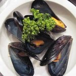 ドールドレス - ベルギー料理の定番♪ ムール貝のホワイトビール蒸し L \1.300、 M \800、 S \500