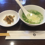 55132284 - 中華飯に付くスープにザーサイ。