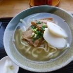 むらの茶屋 - おきなわそば 650円 ソーキと三枚肉入ってます。