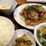 上海広場 - 豚肉と生姜の炒め 800円