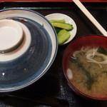 ちょう吉 - 親子丼[漬物・味噌汁付き](2016.08.16)